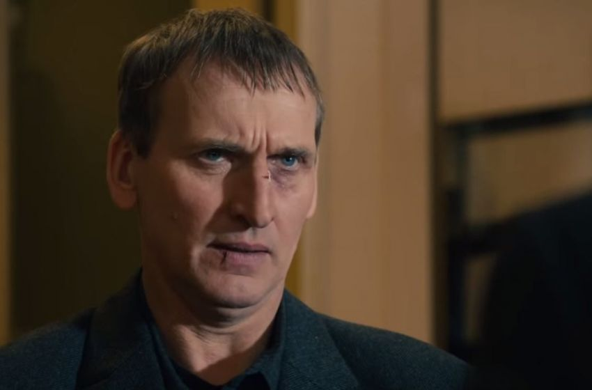 The Leftovers: Christopher Eccleston nell'episodio Two Boats and a Helicopter