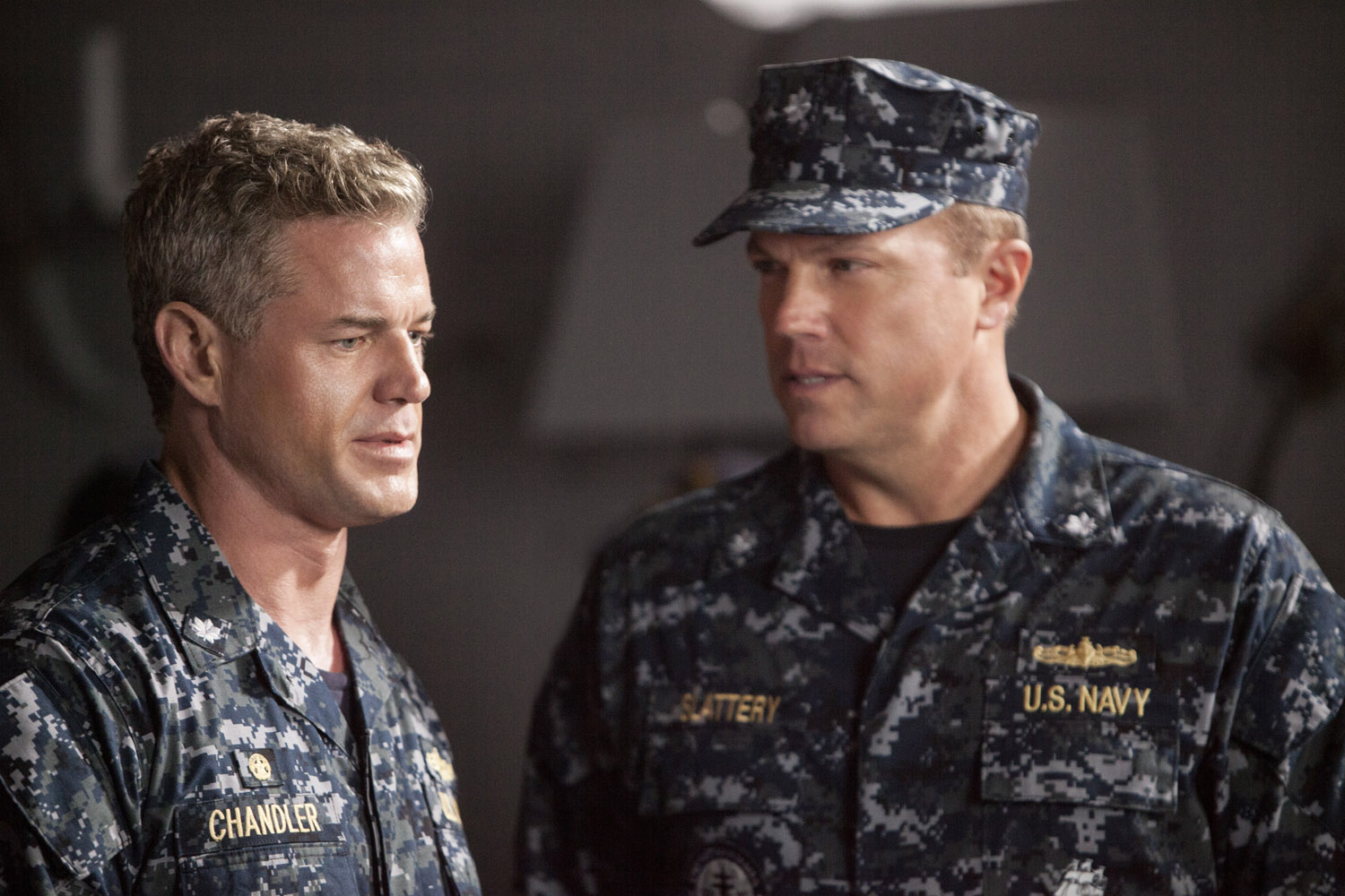 The Last Ship: Adam Baldwin con Eric Dane nell'episodio We'll Get There