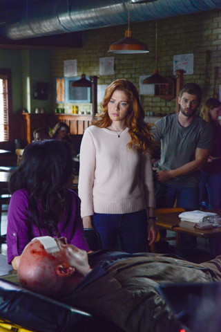 Under the Dome: Rachele Lafevre e Mike Vogel nell'episodio Force Majeure