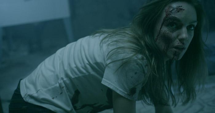Michelle Mylett in una scena dell'horror Antisocial