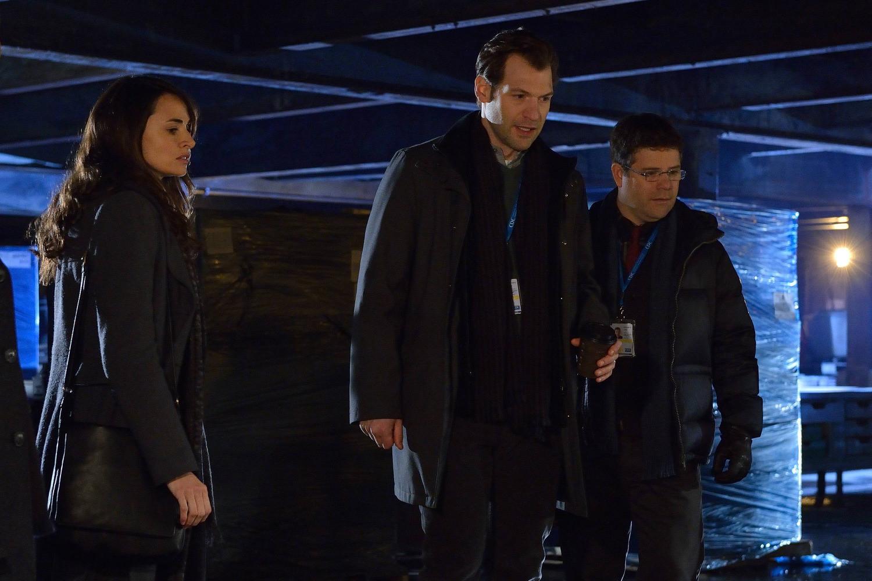 The Strain: Mia Maestro, Sean Astin e Corey Stoll nell'episodio The Box