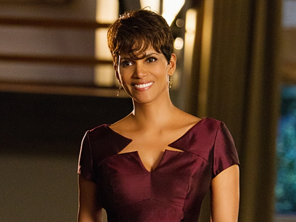 Extant: Halle Berry nell'episodio Wish You Were Here