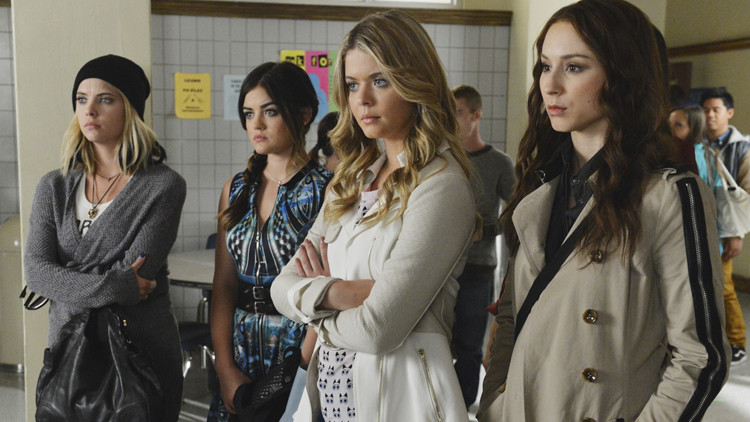 Pretty Little Liars: Troian Bellisario, Sasha Pieterse, Ashley Benson e Lucy Hale nell'episodio Run, Ali, Run