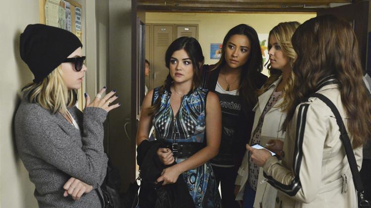 Pretty Little Liars: Ashley Benson, Shay Mitchell, Lucy Hale, Sasha Pieterse nell'episodio Run, Ali, Run
