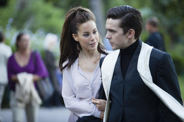 Dominion: Luke Gale e Roxanne McKee nell'episodio Something Borrowed