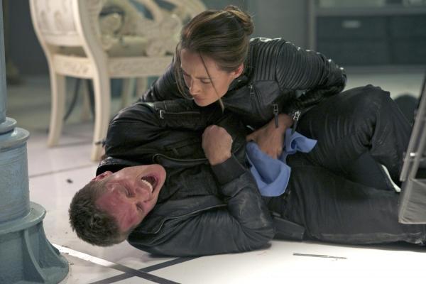 Nikita: Maggie Q nell'episodio Conseguenze