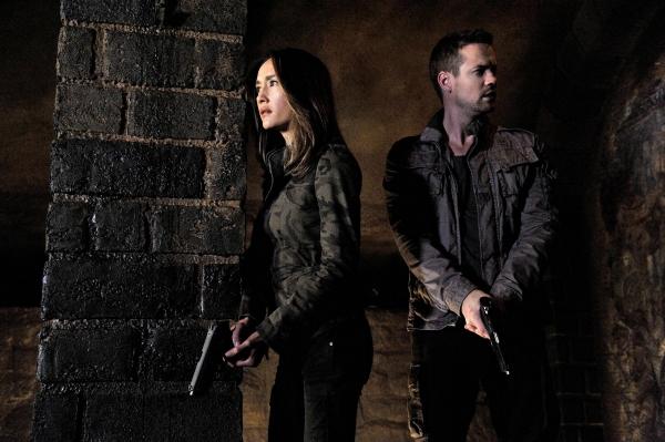 Nikita: Maggie Q e Shane West nell'episodio Sideswipe