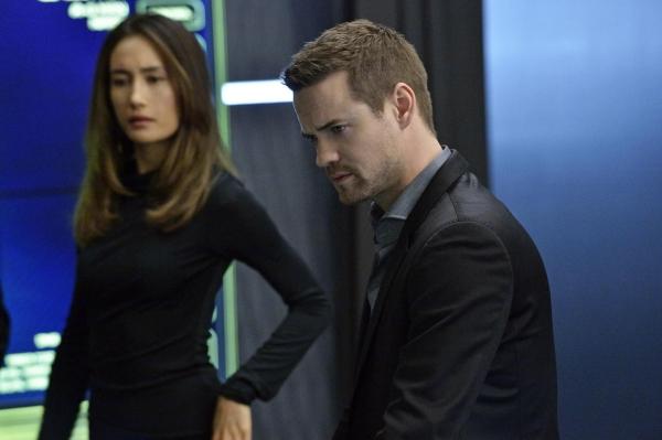 Nikita: Maggie Q e Shane West nell'episodio Il distintivo nero