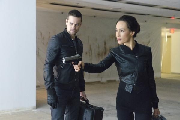 Nikita: Maggie Q e Shane West nell'episodio Massa critica
