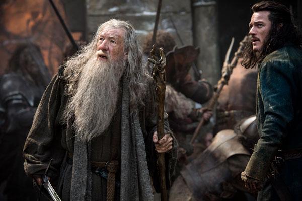 Lo Hobbit: La Battaglia delle Cinque Armate - Ian McKellen e Luke Evan in una concitata sequenza