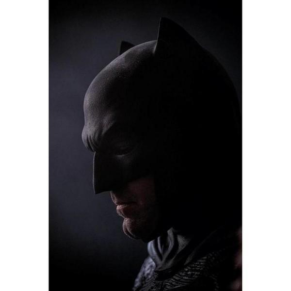 Batman v Superman: Dawn of Justice - Un primo piano di Ben Affleck nei panni di Batman