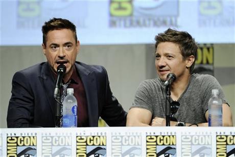 Comic-Con: Marvel Cinema - Jeremy Renner e Robert Downey Jr. in un'immagine