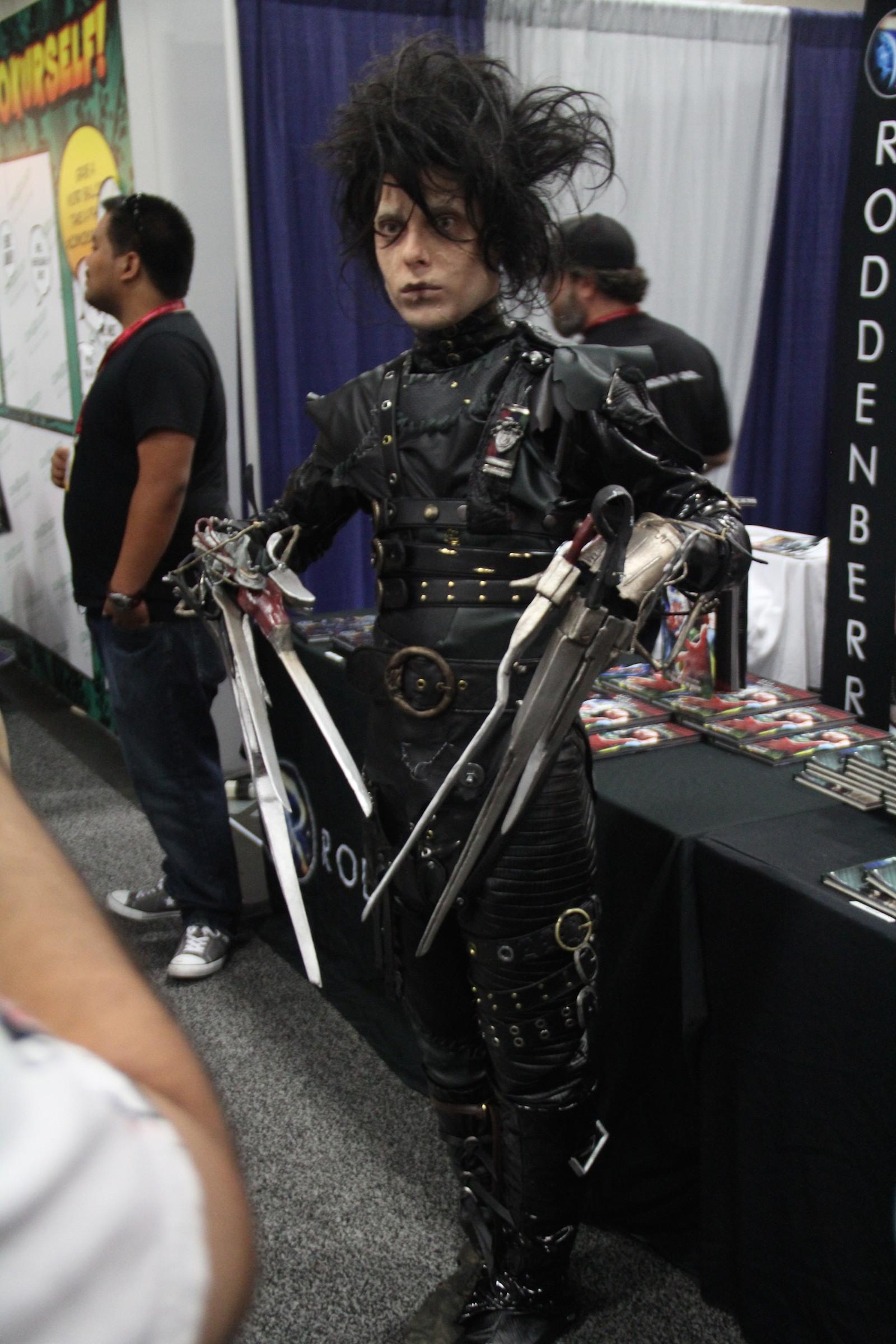 Comic-Con 2014: un cosplayer impersona Edward Mani di forbice