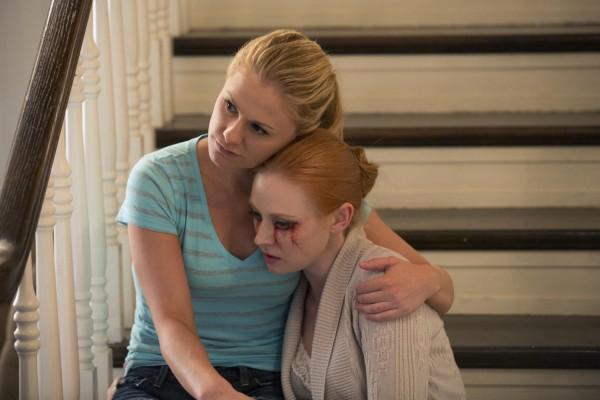 True Blood: Anna Paquin e Deborah Ann Woll nell'episodio Karma