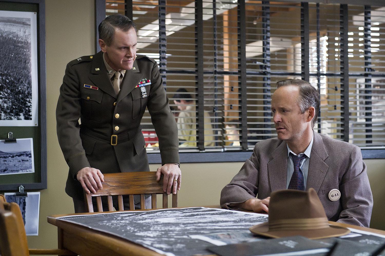 Manhattan: Mark Moses e John Benjamin Hickey nel pilot della serie