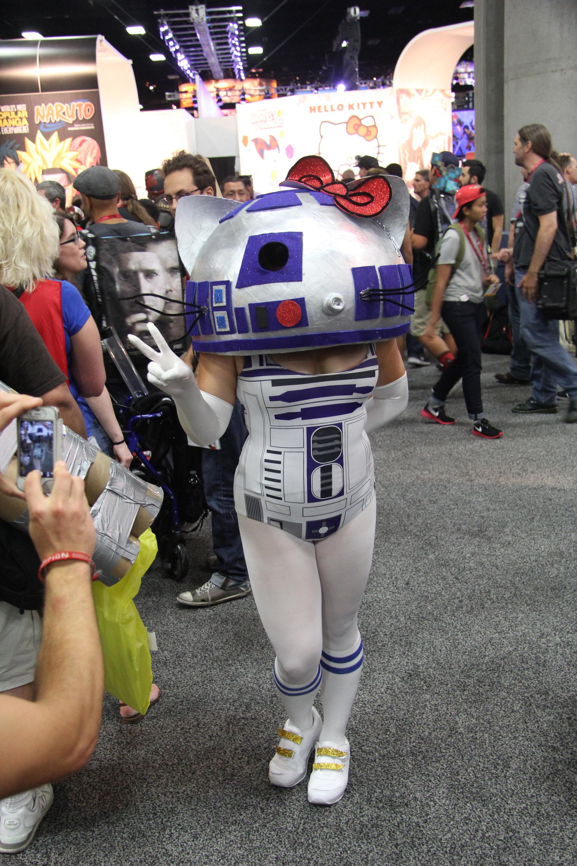 Comic-Con 2014: Cosplay - un incrocio tra Hello Kitty e R2D2