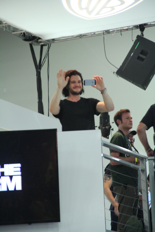 Comic-Con 2014:Kit Harington fa riprese con il cellulare - panel de Il trono di spade
