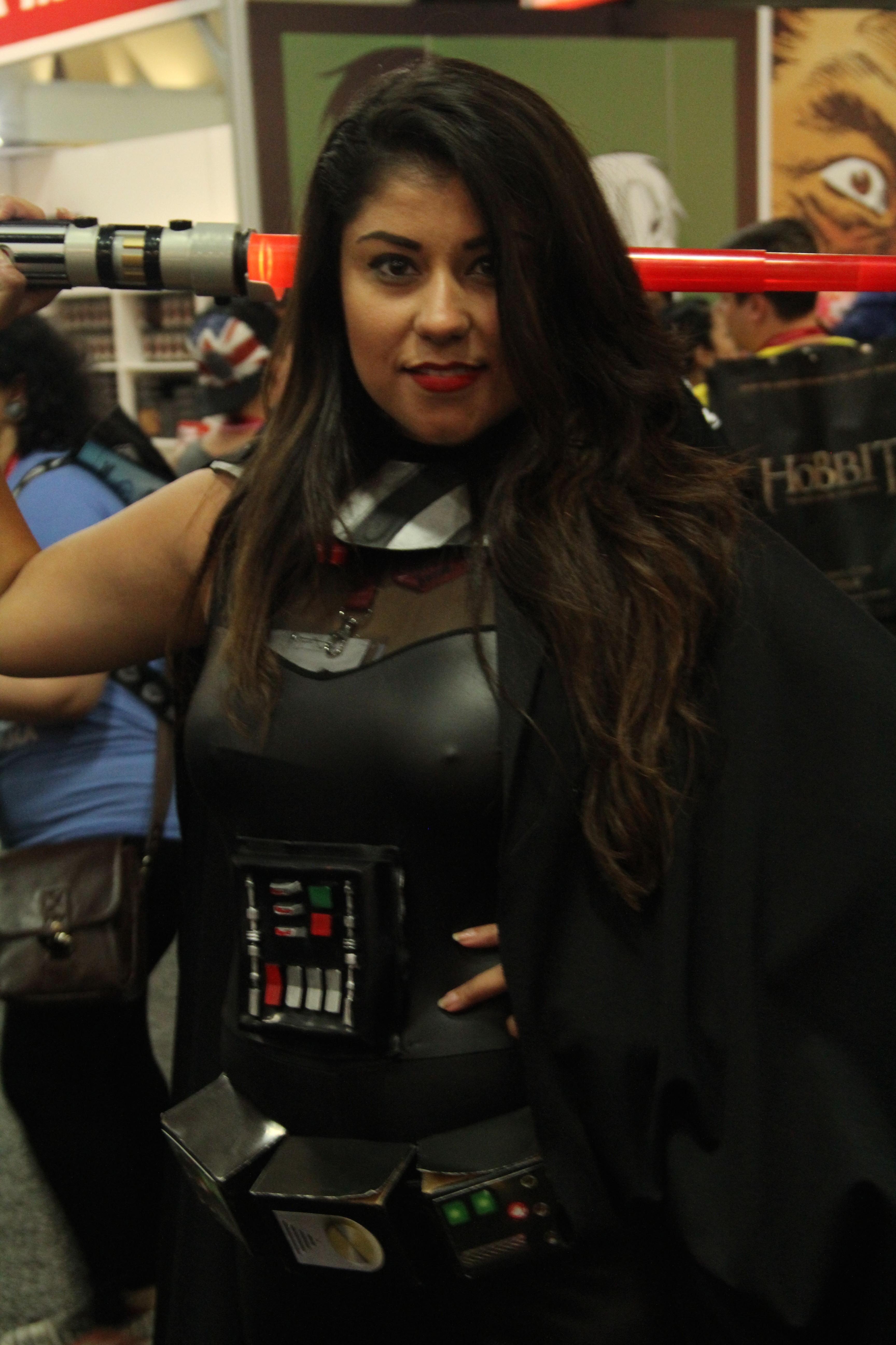 Comic-Con 2014: una Cosplay di Darth Vader tutta al femminile