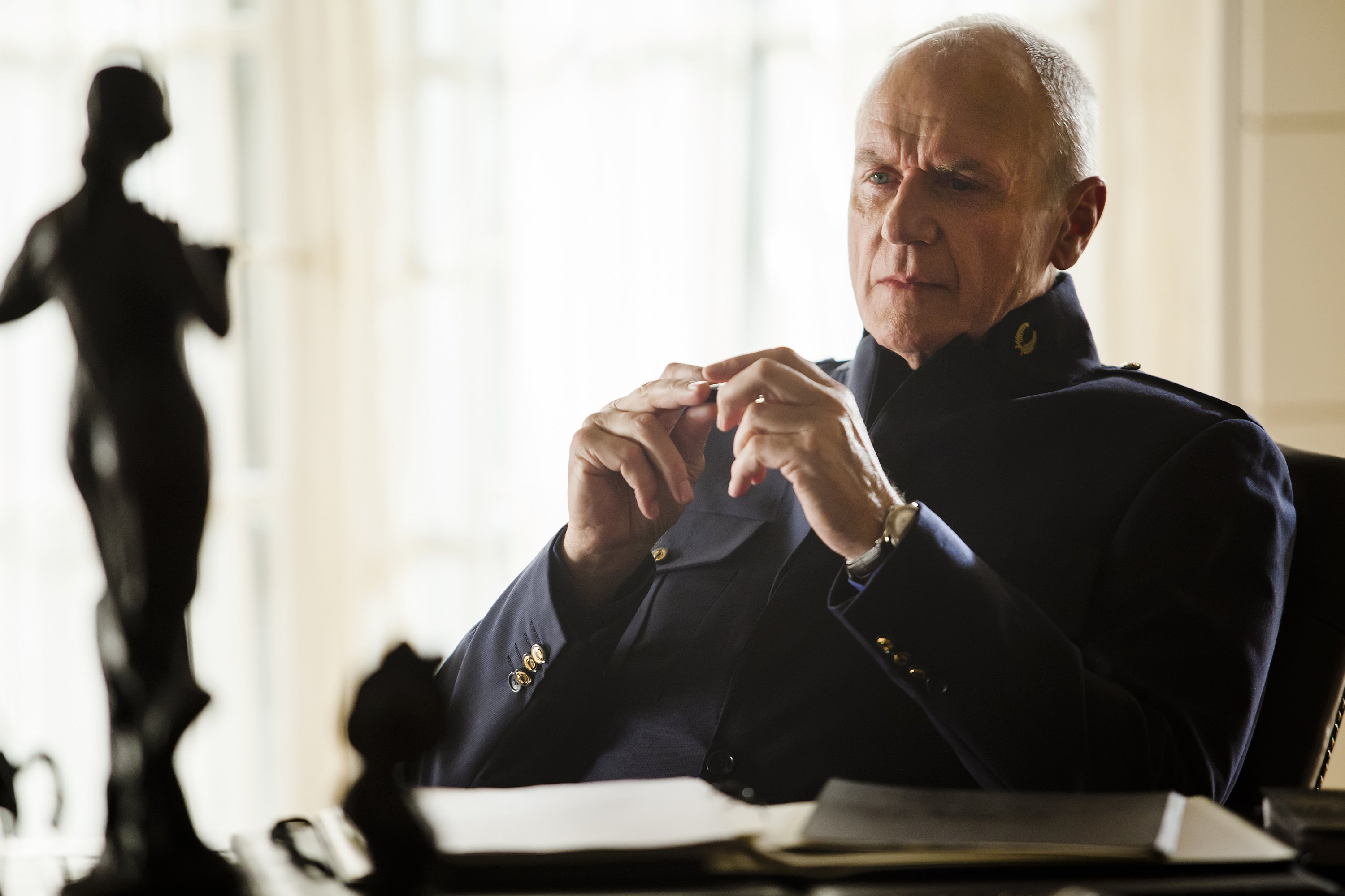 Dominion: Alan Dale nell'episodio Black Eyes Blue