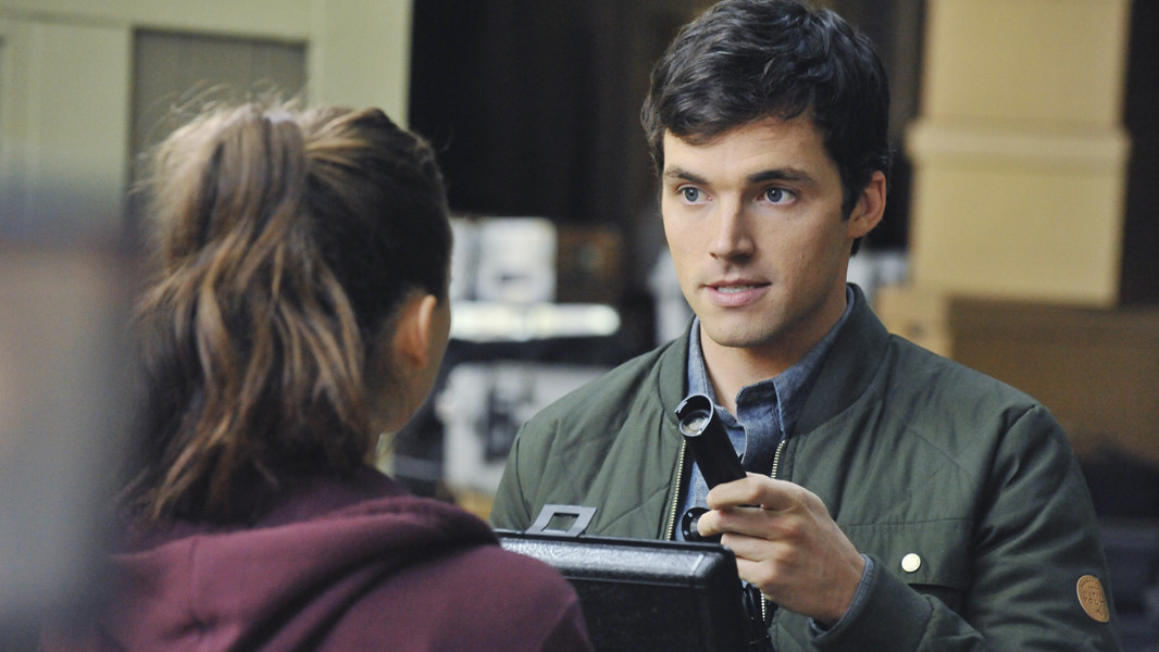 Pretty Little Liars: Ian Harding nell'episodio The Silence of E. Lamb