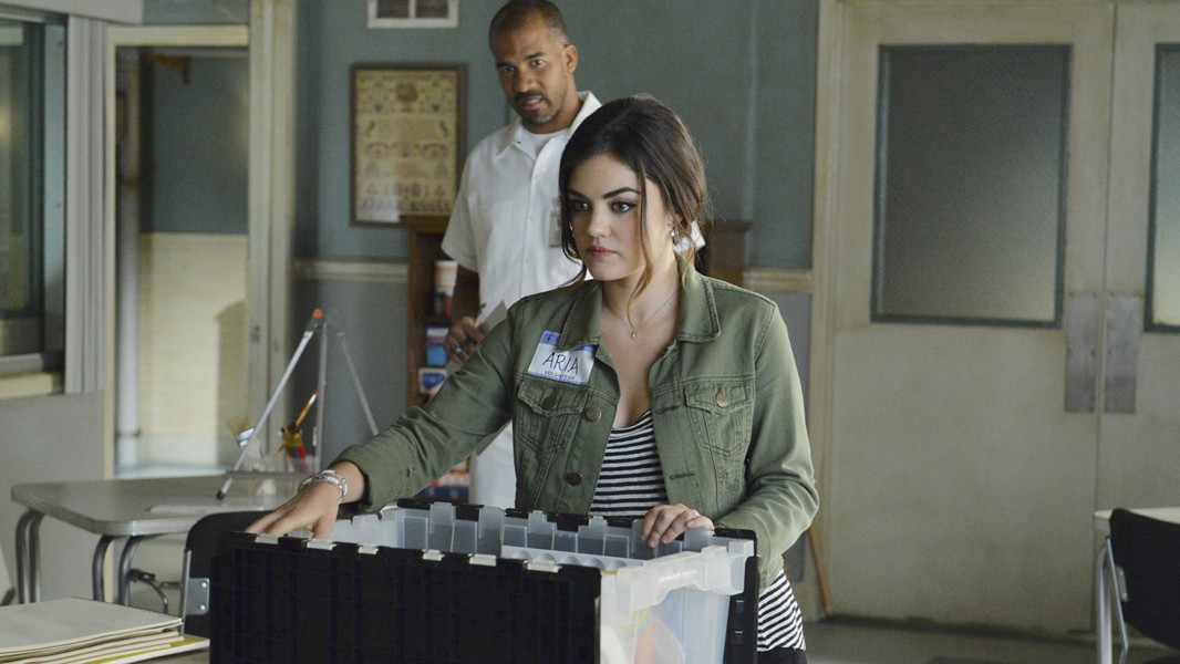 Pretty Little Liars: Lucy Hale e Reggie Austin nell'episodio The Silence of E. Lamb