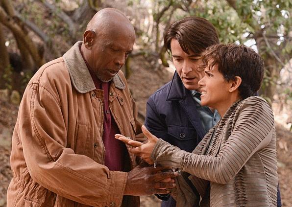 Extant: Halle Berry, Goran Visnjic e Louis Gossett Jr. nell'episodio Shelter