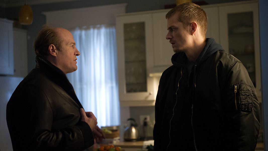 The Killing: Gregg Henry e Joel Kinnaman nell'episodio Blood in the Water