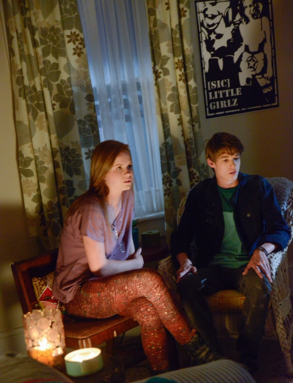 Under the Dome: Mackenzie Lintz e Colin Ford nell'episodio In the Dark