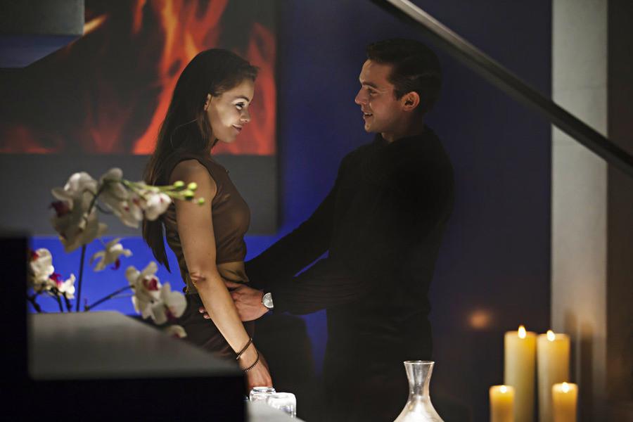 Dominion: Roxanne McKee e Luke Gale nell'episodio Ouroboros