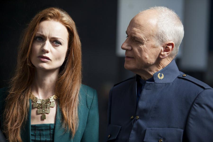 Dominion: Rosalind Halstead e Alan Dale nell'episodio Ouroboros