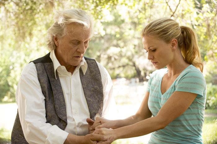 True Blood: Rutger Hauer e Anna Paquin nell'episodio May Be the Last Time