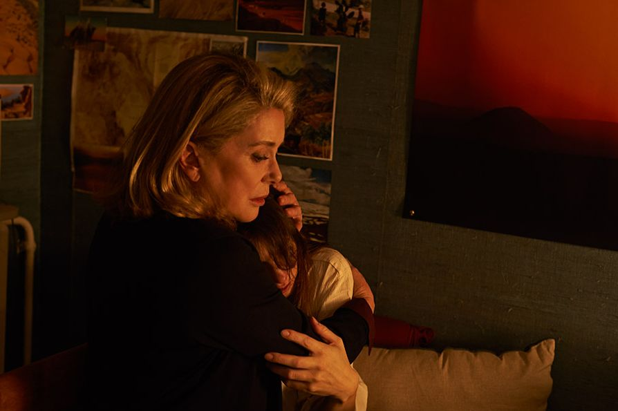 Tre cuori: Catherine Deneuve con Charlotte Gainsbourg in una scena del film