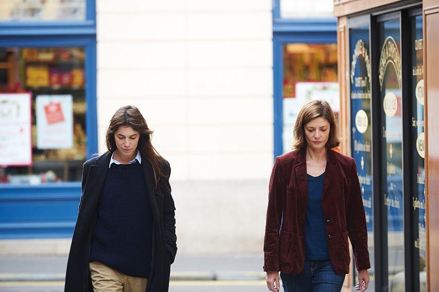 Tre cuori: Charlotte Gainsbourg e Chiara Mastroianni in una scena del film