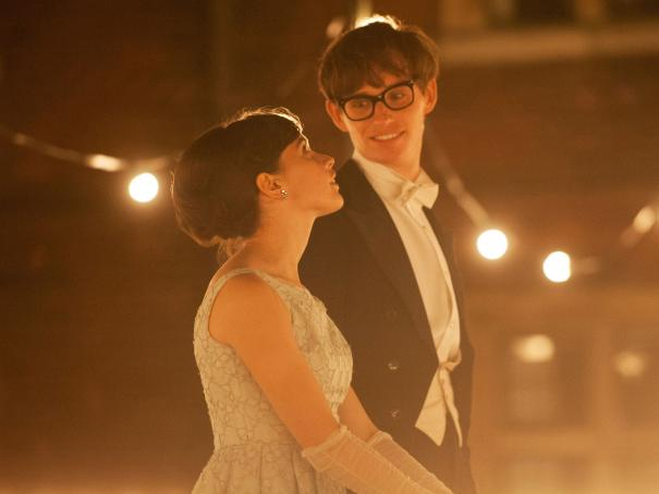 Theory of Everything: Eddie Redmayne e Felicity Jones in una suggestiva immagine