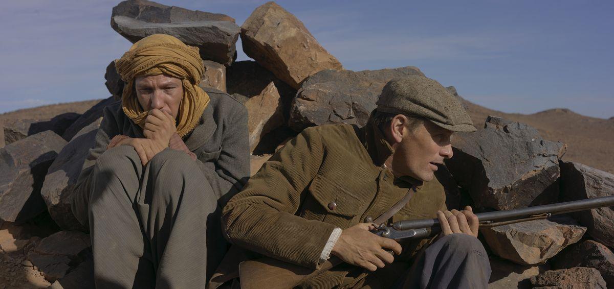 Loin des hommes: Viggo Mortensen in una scena con Reda Kateb