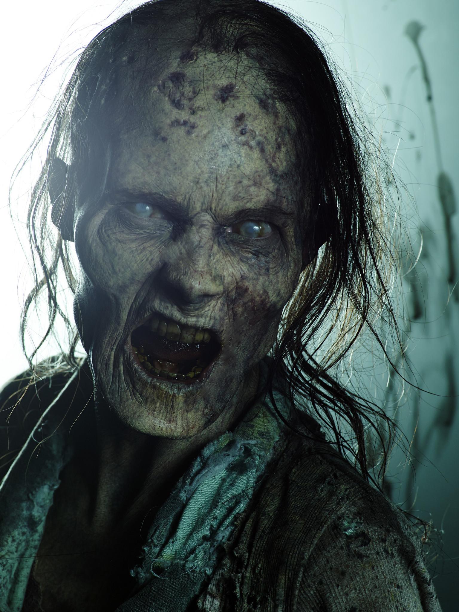 The Walking Dead: uno dei walkers della premiere della quinta stagione