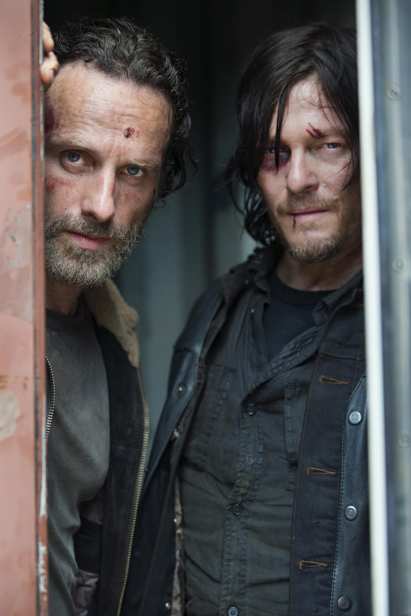 The Walking Dead: Norman Reedus e Andrew Lincoln nella premiere della stagione 5