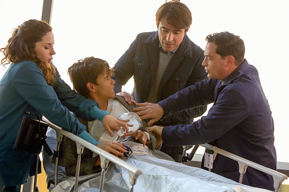 Extant: Halle Berry con Goran Visnjic nell'episodio What on Earth Is Wrong?