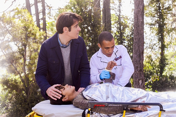 Extant: Goran Visnjic in una scena dell'episodio What on Earth Is Wrong?