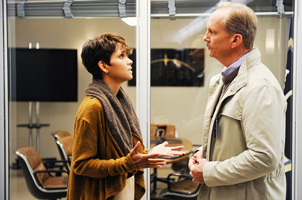 Extant: un'immagine di Halle Berry nell'episodio What on Earth Is Wrong?