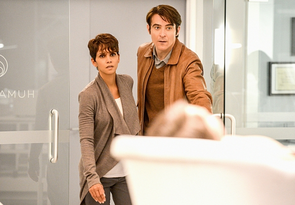 Extant: Halle Berry  e Goran Visnjic nell'episodio What on Earth Is Wrong?