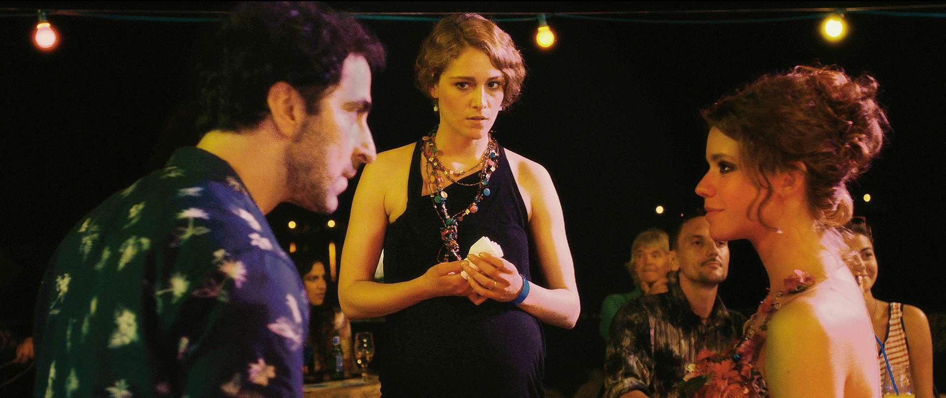 Love Island: Ariane Labed, Ermin Bravo e Ada Condeescu in una scena del film