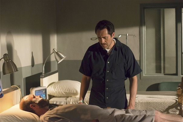 The Bridge: Demian Bichir nell'episodio Eye of the Deep