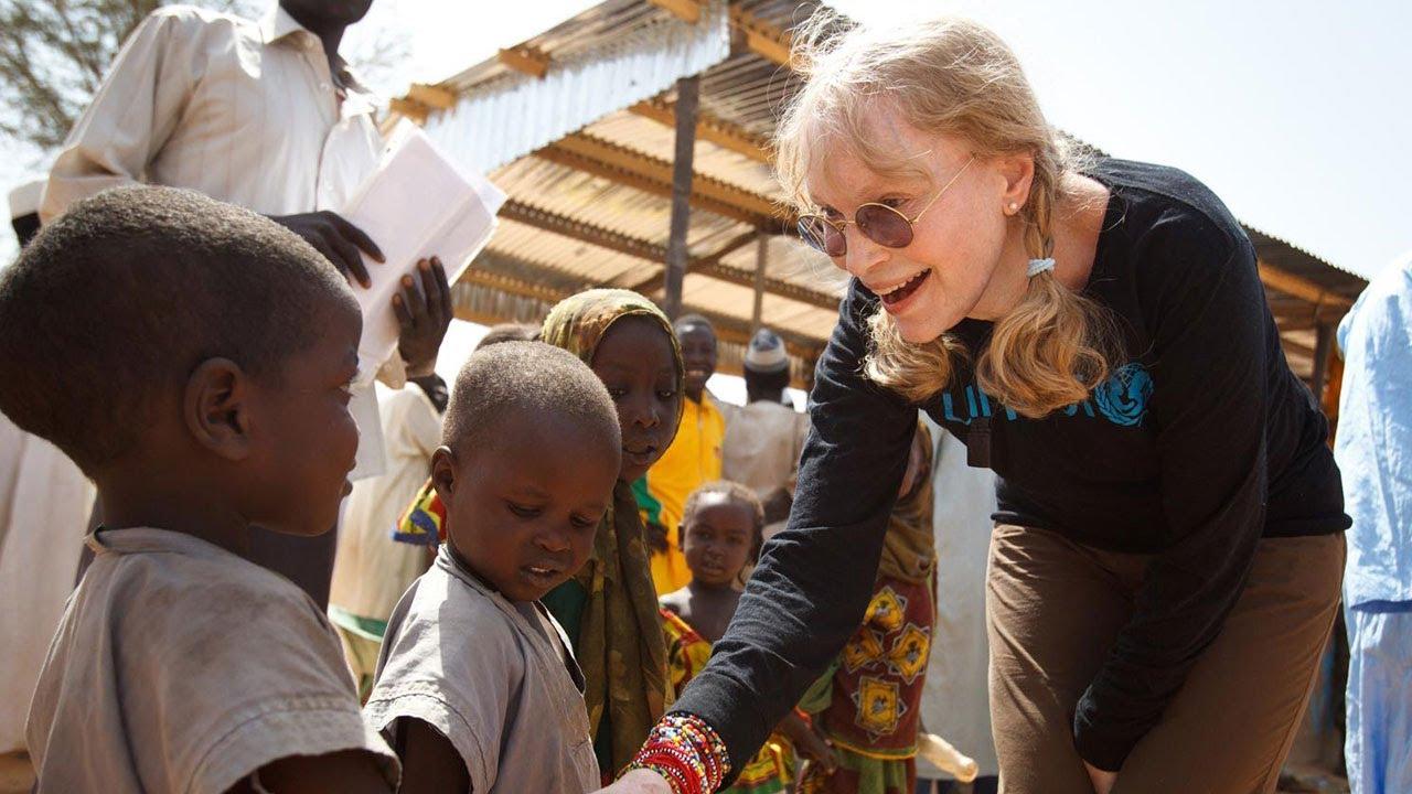Mia Farrrow in missione in Africa per conto dell'Unicef