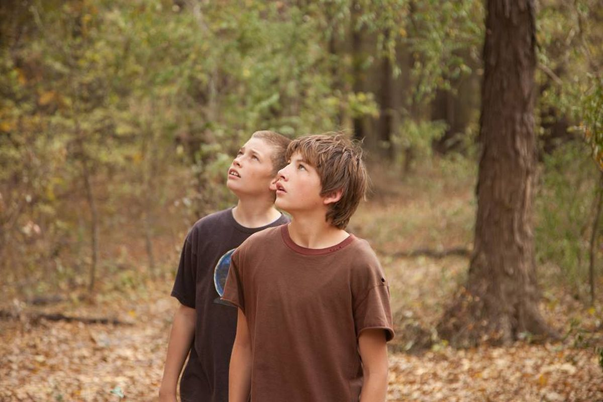 Mud: Tye Sheridan e Jacob Lofland in una scena del film