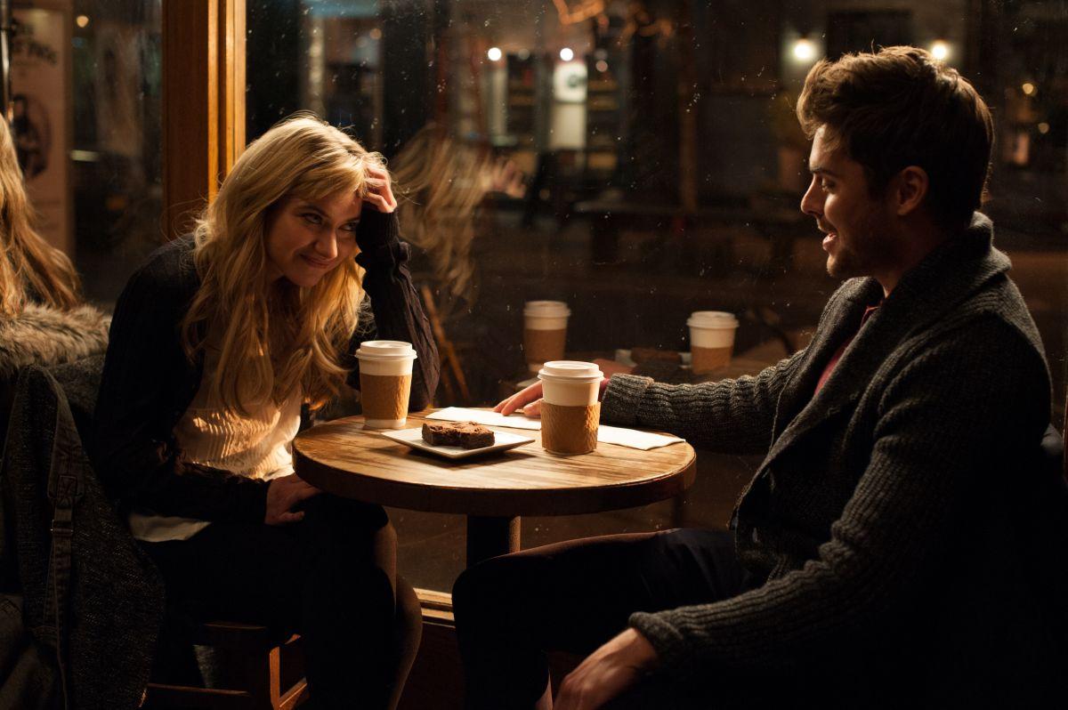 Quel momento imbarazzante: Zac Efron con Imogen Poots in una scena del film