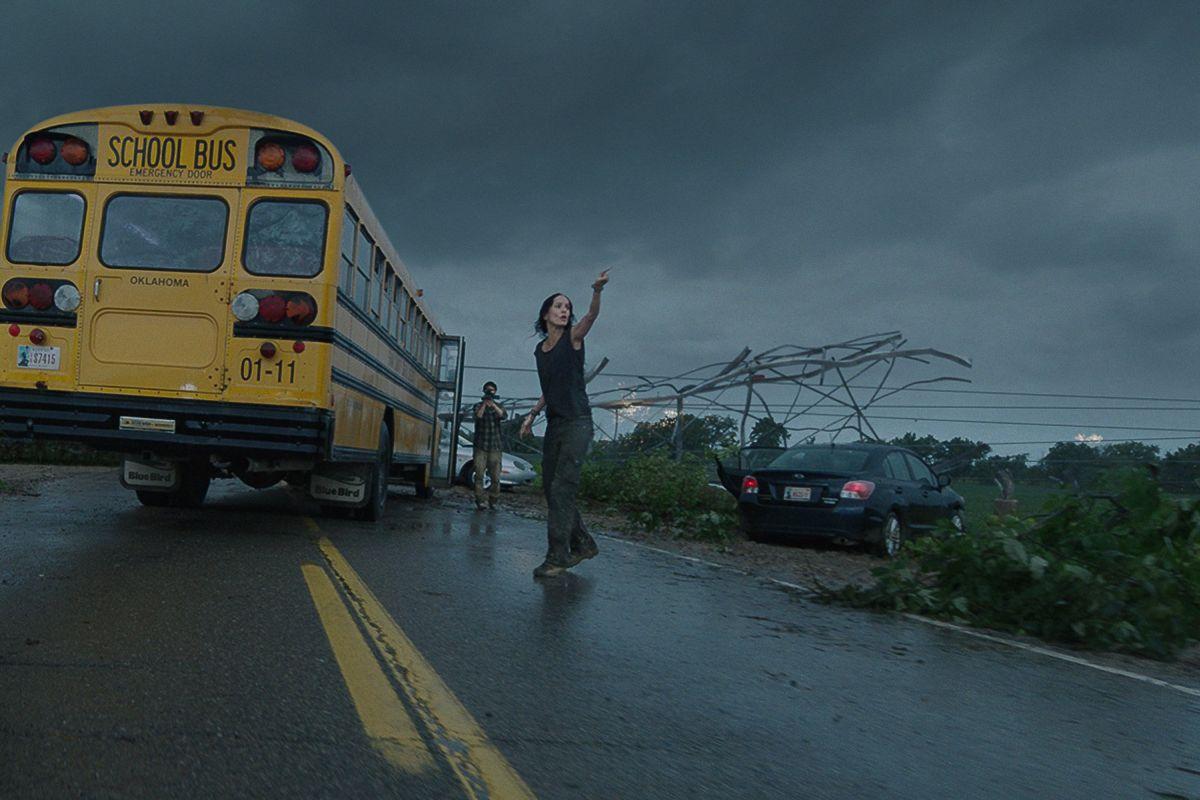 Into the Storm: Sarah Wayne Callies in un'apocalittica scena del film