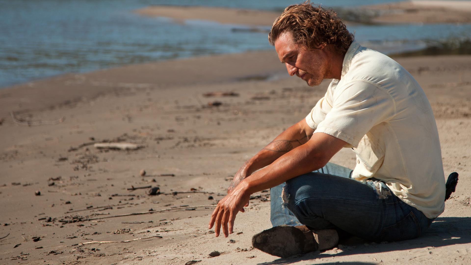 Mud: Matthew McConaughey nei panni di un romantico fuggitivio in una scena del film