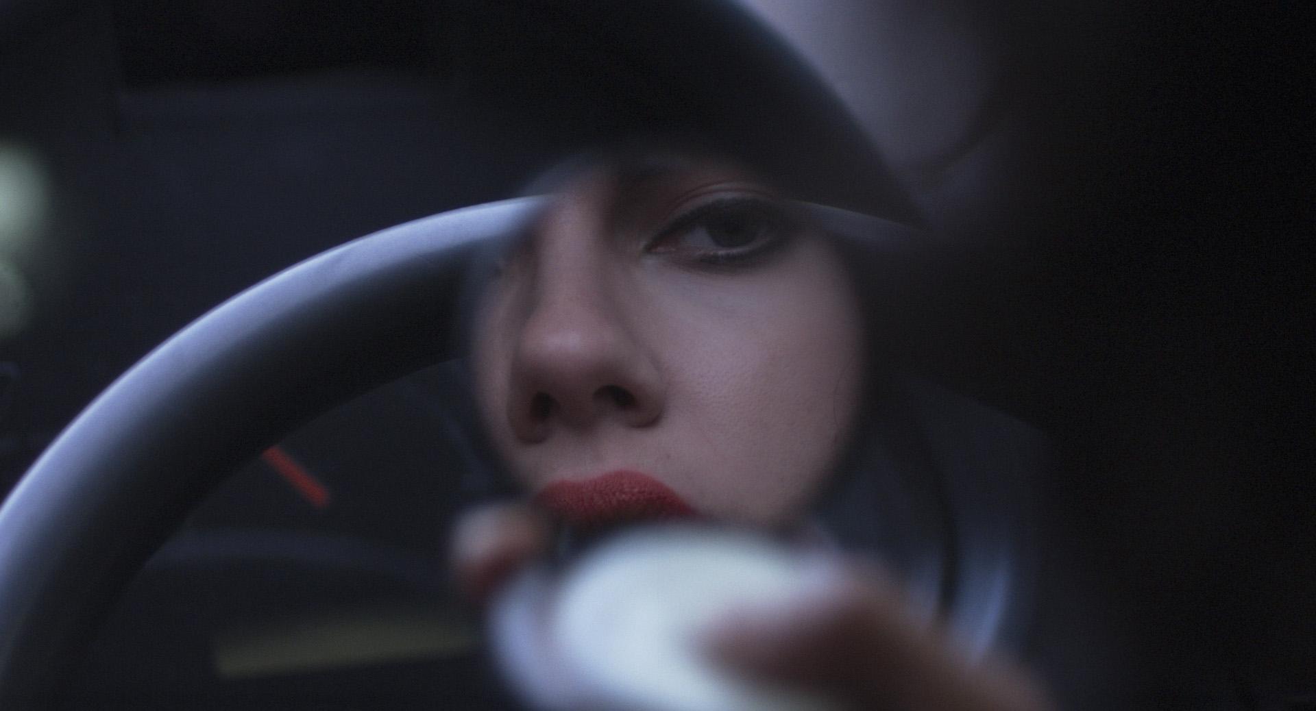 Under the Skin: gioco di specchi per l'aliena Scarlett Johansson