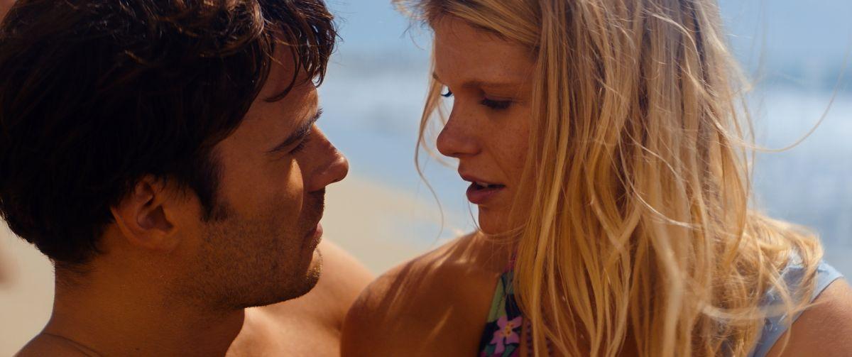 Giulio Berruti con Hannah Arterton in Walking in Sunshine